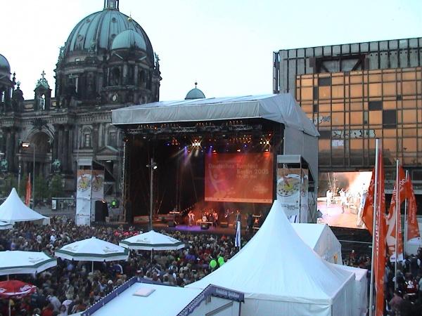 20m x 14m Konzertbühne.